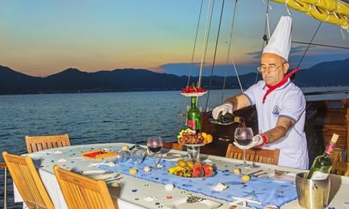 Cocina turca en una Turquia goleta crucero